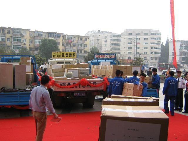 合肥搬家公司统一定制的规则材料方便搬运